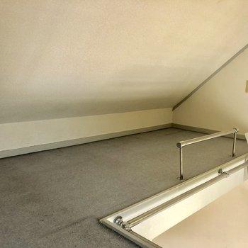 天井が斜めになっているので頭をぶつけないように気をつけましょう。※写真は2階の同間取り別部屋のものです
