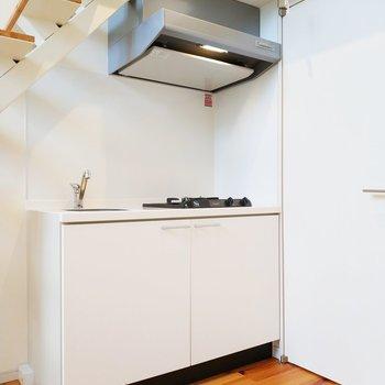 キッチンはコンパクトながらに使いやすそう!※クリーニング前