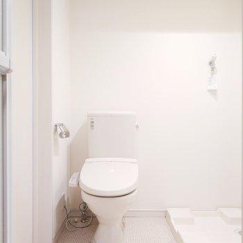 トイレの横には洗濯パン※クリーニング前