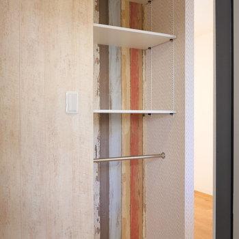 玄関の棚。調整可能ですよ。