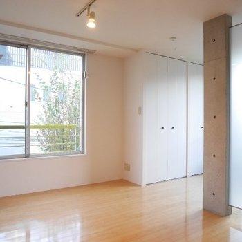 洗濯物はこっちの窓に※写真は3階の同間取り別部屋のものです