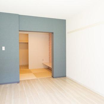 奥に見えるのがDENのスペース。※画像は同タイプ反転間取りの別部屋です