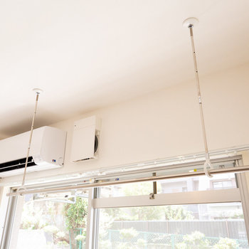 雨の日に嬉しい、室内物干し設備つき。※物干し竿は付属しません※画像は同タイプ反転間取りの別部屋です