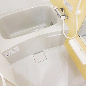 浴室乾燥機能も、追焚機能も。※写真は1階の同間取り別部屋のものです