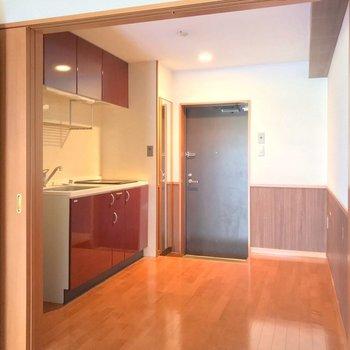 キッチンと洋室は引き戸で仕切られています。