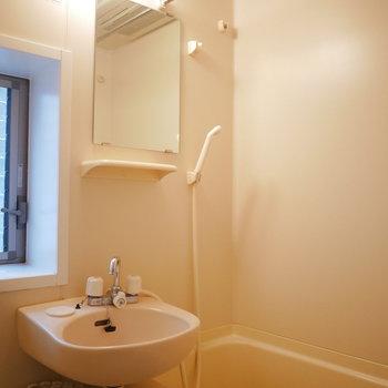 洗面と浴室は一体。浴室乾燥機完備!