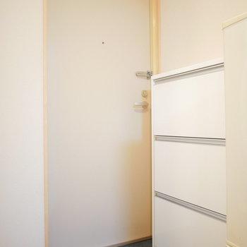 玄関とお部屋への段差はフラットでスッキリしています