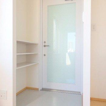 すっきりとした玄関スペースです※写真は4階の同間取り別部屋のものです