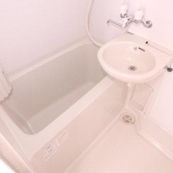 狭めですが、顔を洗う時はこちらで※写真は4階の同間取り別部屋のものです