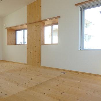 大きな窓がたっくさん!※写真は4階の同間取り別部屋のものです