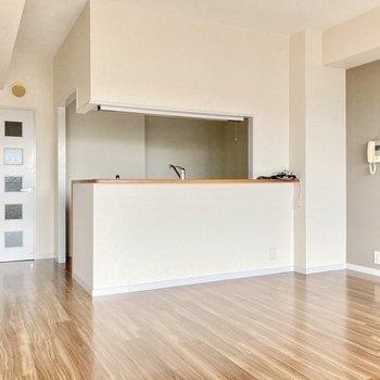 キッチンは対面式!お子さまを見守りながら家事ができます。