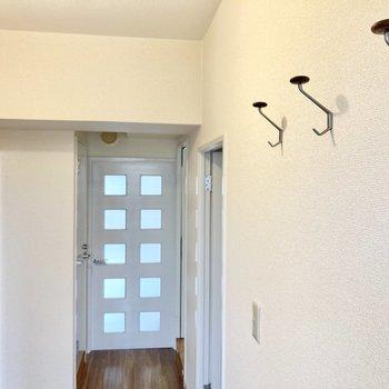 玄関には可愛らしいフックも付いていますよ。