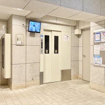 エレベーター横には防犯カメラ付き!