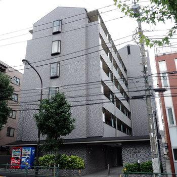 しっかりとした鉄筋コンクリートのマンションです