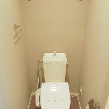 グレーのトイレ。かっこいい。