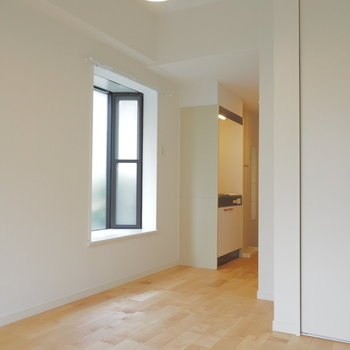 白塗装と無垢床がよいタッグ