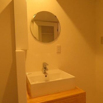 シンプルすぎるほどの洗面台