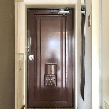 片方の玄関には全身鏡付!