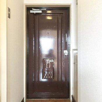 玄関レトロでかわいい。
