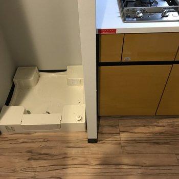 洗濯機はキッチンの隣り※写真は4階の反転間取り別部屋のものです