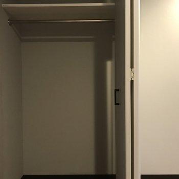 収納は小さめ。お気に入りの収納を買っても◎※写真は4階の反転間取り別部屋のものです