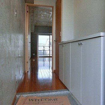 玄関周りにお気に入りのものを飾りたいですね~※写真は4階の同間取り別部屋のものです