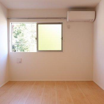 【洋室6帖②】お隣の洋室と形は同じなのですが※写真は別棟の同間取り別部屋のものです