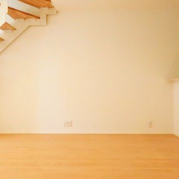 このスペースにダイニングテーブルかソファかな。※写真は別棟の同間取り別部屋のものです