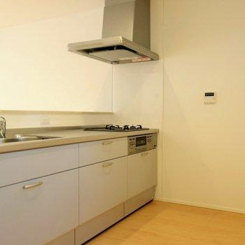 憧れのカウンターキッチンは広々※写真は別棟の同間取り別部屋のものです