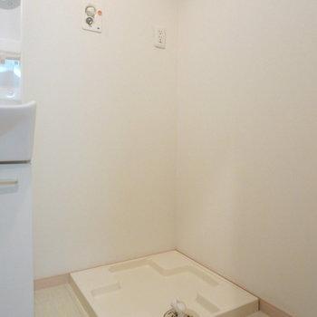 室内に洗濯機置場あります!!
