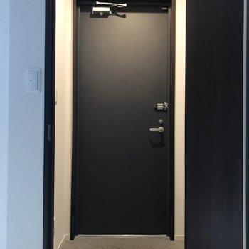 玄関スペースもゆとりが有ります。