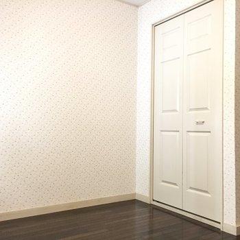 収納までお部屋の雰囲気を壊さない演出が。※写真は1階の同間取り別部屋のものです