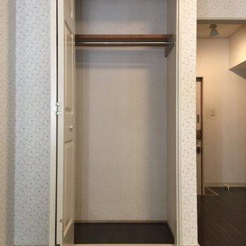 コンパクトです。引っ越しを機にクローゼットもお気に入りだけに厳選を。※写真は1階の同間取り別部屋のものです