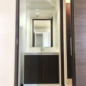洗面台は鏡大きめかな!