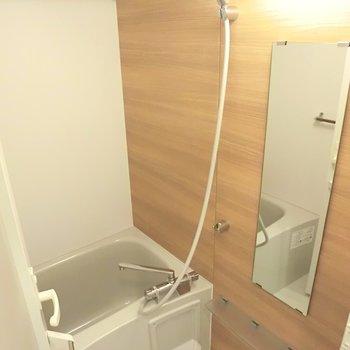 お風呂はちょっと狭いんです。※写真は4階の同間取り別部屋のものです。