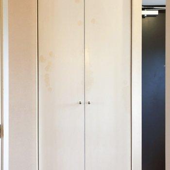 サニタリールームのお向かいさんは…※写真は4階の同間取り別部屋のものです
