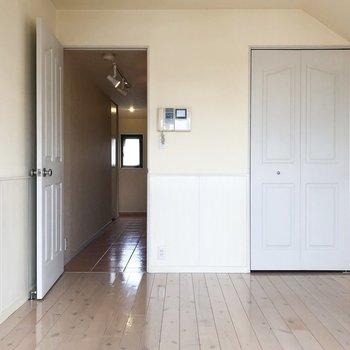 右のステキなドアは…※写真は4階の同間取り別部屋のものです