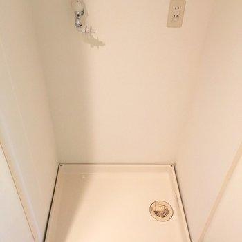 洗濯置き場は扉で隠せます!