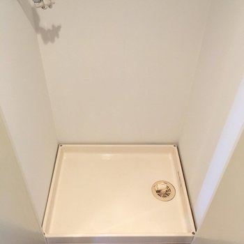 玄関横に洗濯置き場ですが扉でかくせます!