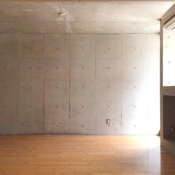木×コンクリ※写真は1階の同間取り別部屋のものです