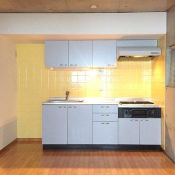 キッチン広いです※写真は1階の同間取り別部屋のものです