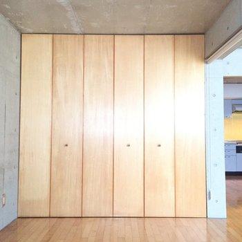 収納は…※写真は1階の同間取り別部屋のものです
