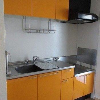 ビタミンカラーのキッチンが可愛い♪※写真は同じ間取り別部屋