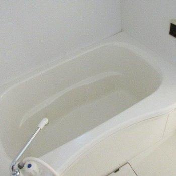 お風呂はゆったりサイズ!※写真は同じ間取り別部屋