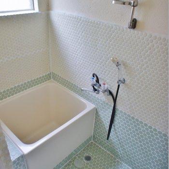 懐かしい正方形の浴室