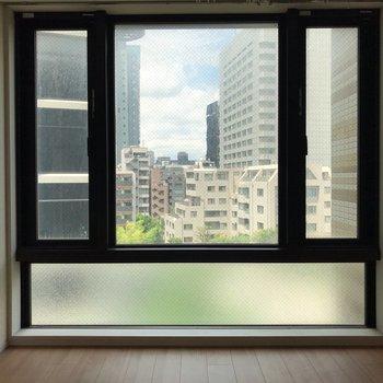 大きな窓で光が入り込みます。※写真は5階の同間取り別部屋のものです