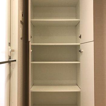 脱衣所に収納あるのが嬉しいポイント!※写真は5階の同間取り別部屋のものです