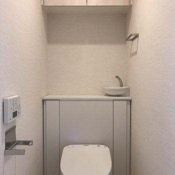 上部に収納できます。※写真は5階の同間取り別部屋のものです