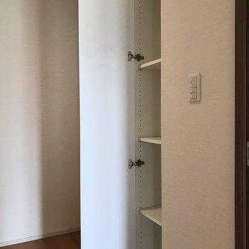 廊下の収納にはカバンやアクセサリーを入れたら便利そう。※写真は5階の同間取り別部屋のものです