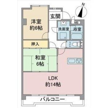 リビングの他に和室と洋室がそれぞれあります。